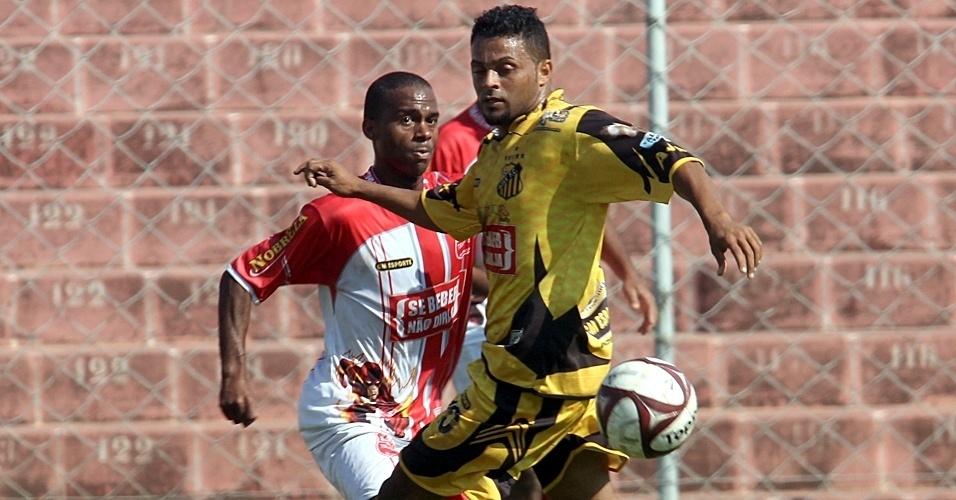 Campo do Nacional Tiradentes (vermelho) X Ajax (amarelo)