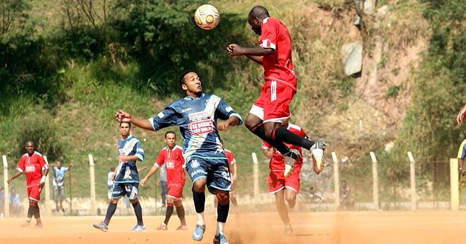 Atual campeão, o Classe A (vermelho) venceu o Danubio (azul) por 1 a 0 e está nas oitavas