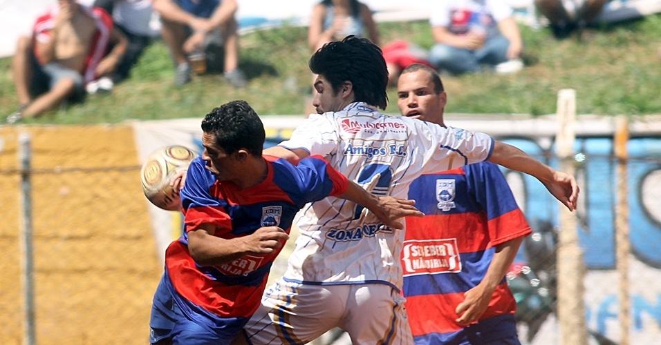 Campo do Regina Idm (vermelho) X Amigos sol (branco)