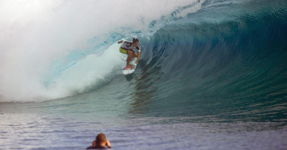 27.ago.2012 - Surfista brasileiro Gabriel Medina pega onda em torneio no Taiti, na Polinésia Francesa, nesta segunda-feira (27)