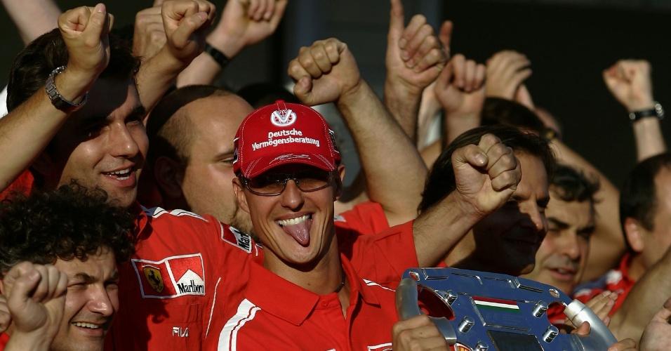 Michael Schumacher comemora o título mundial de 2004