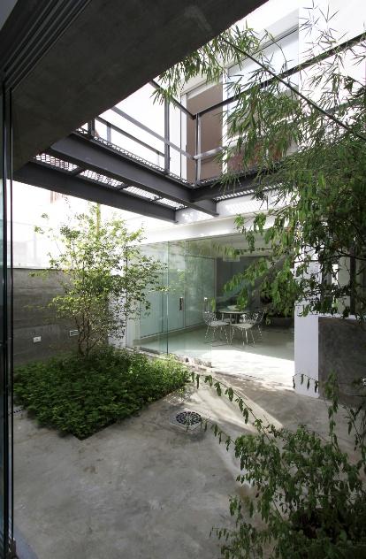 um jardim O espaço tem paisagismo de Célia Alves e piso em cimento