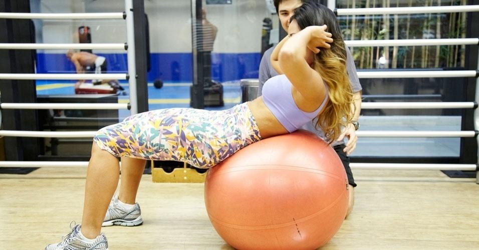 Carol Nakamura - abdominal na bola