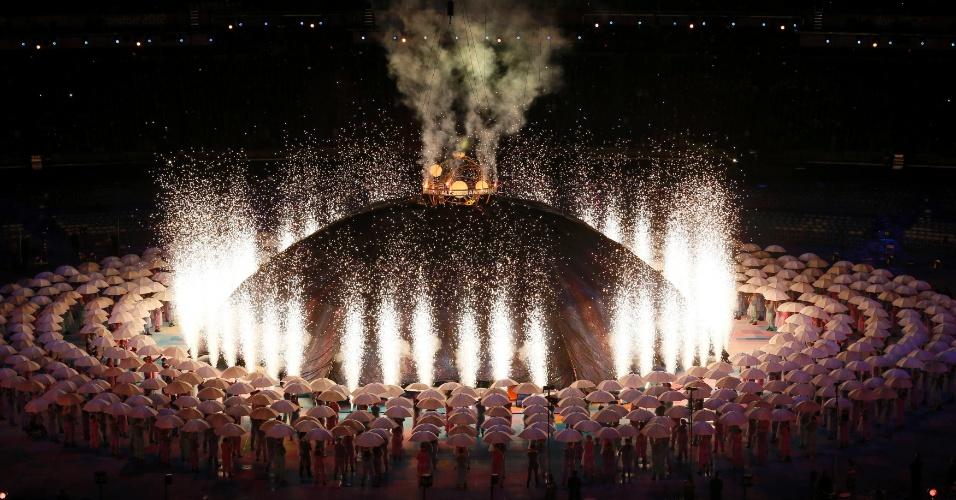 29.ago.2012 - Atletas paraolímpicos participam da cerimônia de abertura das Paraolimpíadas de Londres, no estádio Olímpico, nesta quarta-feira (29),