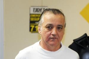 Carlos Augusto de Almeida Ramos, o Carlinhos Cachoeira, nasceu em Anápolis em 3 de maio de 1963. Seu nome apareceu pela primeira vez no noticiário nacional ... - 29ago2012---o-bicheiro-carlos-augusto-de-almeida-ramos-o-carlinhos-cachoeira-deixa-o-predio-da-justica-do-distrito-federal-em-brasilia-apos-prestar-depoimento-em-acao-que-investiga-fraude-no-sistema-1346269024004_300x200