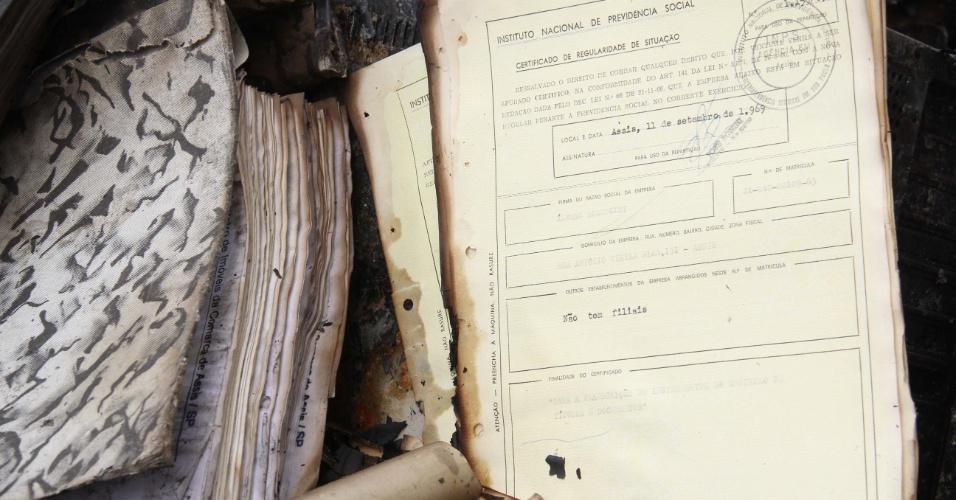29.ago.2012 - Um incêndio na madrugada desta quarta-feira (29), destruiu documentos, móveis e computadores do cartório de registro de imóveis de Assis, no interior de São Paulo. De acordo com a polícia, o fogo começou por volta da 1h30