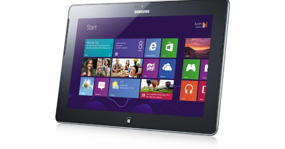 29.ago.2012 - A Samsung mostrou em evento na Alemanha o tablet Ativ Tab. O aparelho conta uma tela touchscreen de 10,1 polegadas, processador dual-core (dois núcleos) de 1,5 GHz e duas câmeras (uma frontal de 1,9 megapixel e uma traseira de 5 megapixels). O Ativ Tab pesa 570 gramas. O portátil conta com uma porta USB, porta uHDMI e vem com o pacote Office móvel pré-instalado