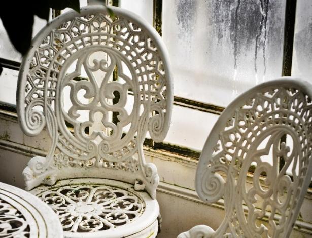 Os ambientes úmidos, com infiltração em paredes, são propícios a ocorrência de mofo em móveis e cortinas