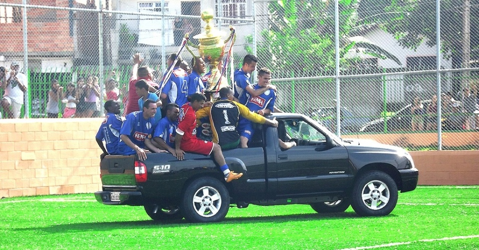Jardim São Carlos comemora título invicto da Copa Família Milton Leite