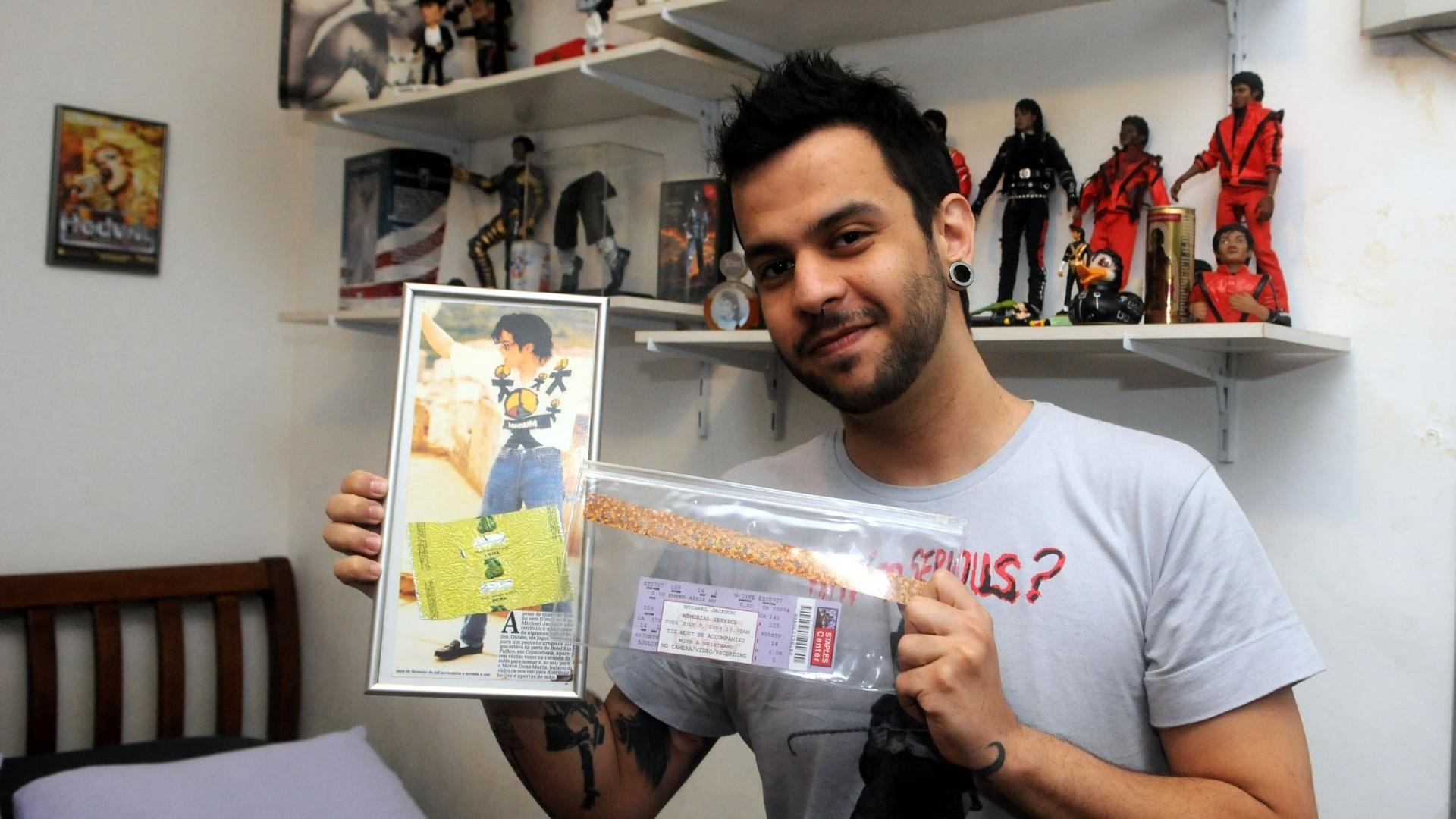 O DJ e produtor Leandro Lapagesse exibiu parte do seu acervo de objetos sobre Michael Jackson (29/8/12)
