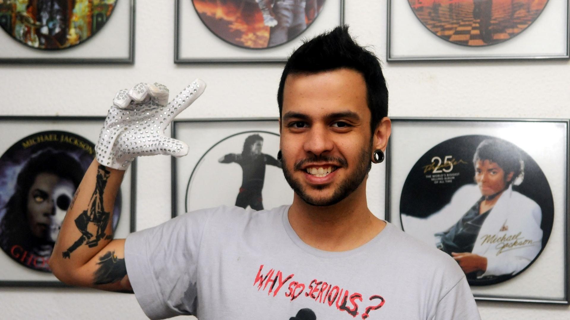 O DJ e produtor Leandro Lapagesse exibiu parte do seu acervo de objetos sobre Michael Jackson (29/8/12). Os vinis, raros, chegaram a custar US$ 3 mil