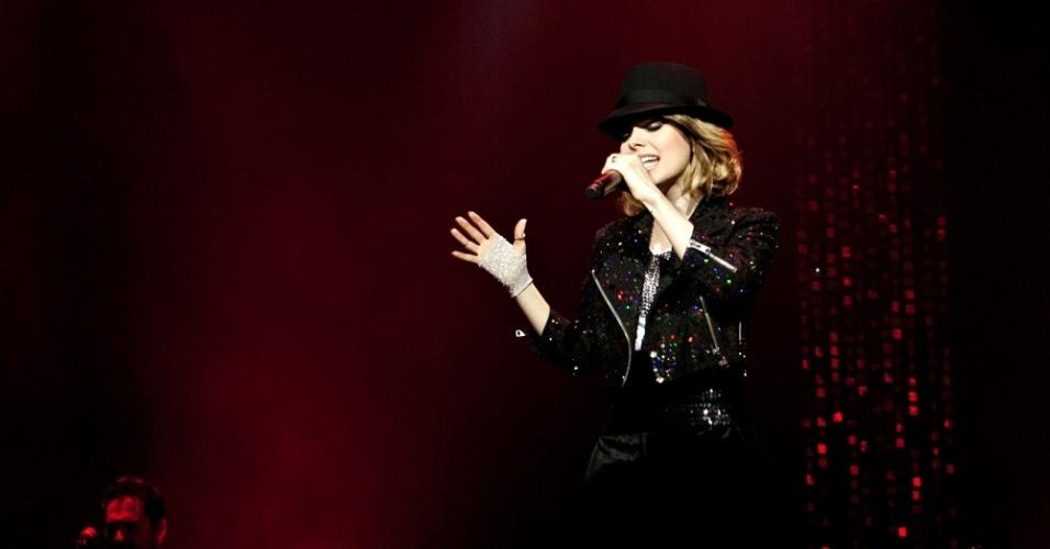 Sandy divulga imagem em homenagem a Michael Jackson (29/8/2012)