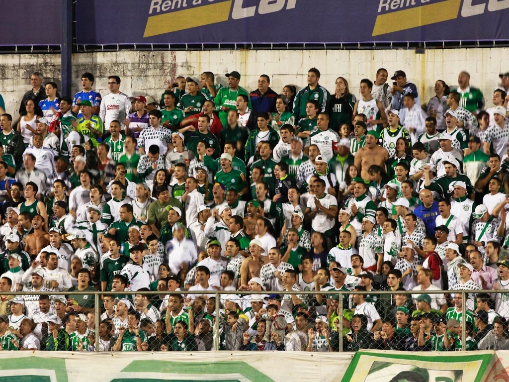 Torcida do Palmeiras comparece em bom nmero ao Canind para apoiar a equipe contra a Portuguesa