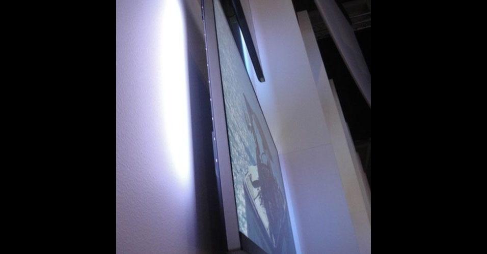 Junto como smartphones, tablets, computadores e outros gadgets, a tecnologia das TVs também chama atenção na IFA 2012. A série 6900 da Philips não possui moldura externa