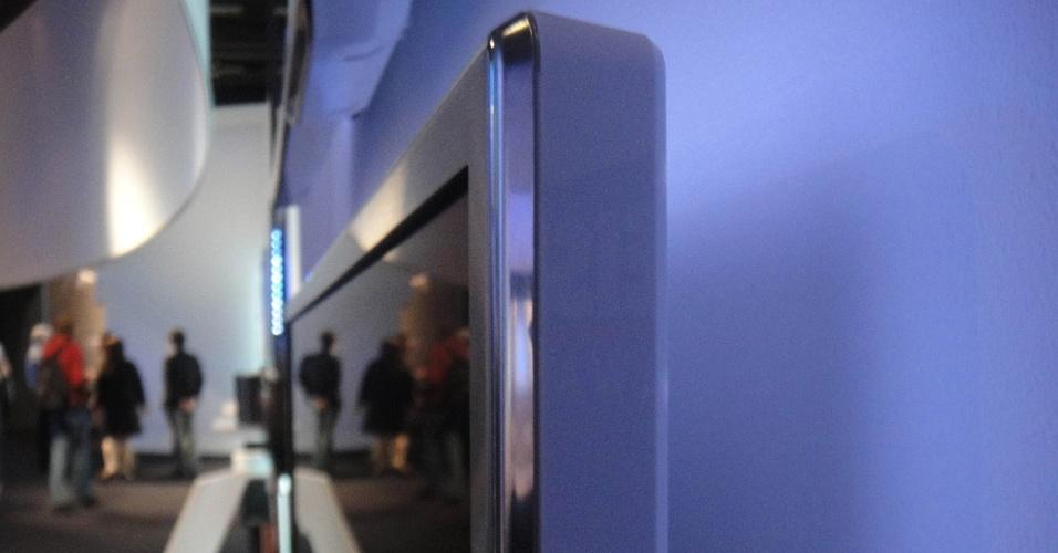 Junto como smartphones, tablets, computadores e outros gadgets, a tecnologia das TVs também chama atenção na IFA 2012. Na foto, série da 9000 Philips possui moldura e não é tão fina