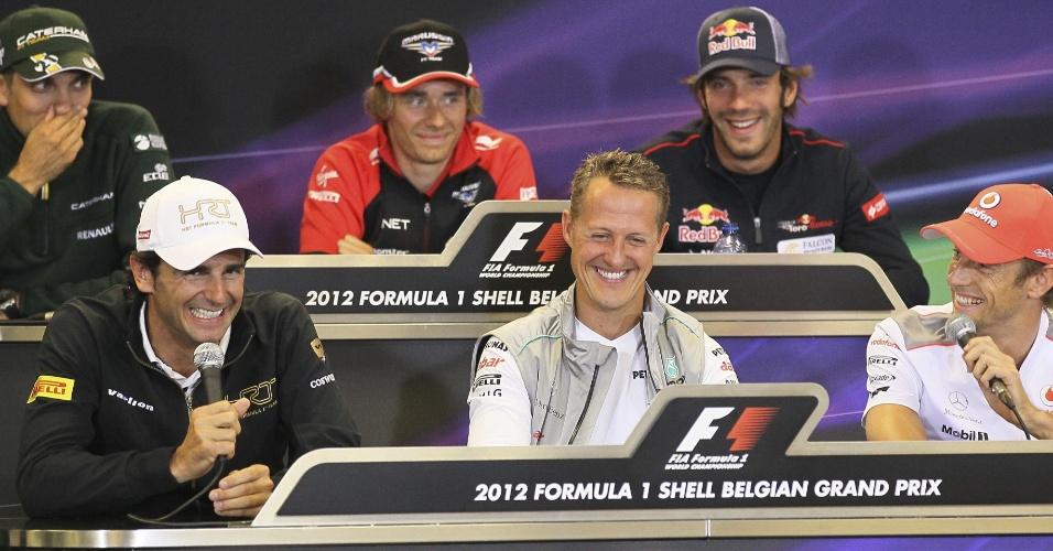 (No sentido horário, a partir do canto superior esquerdo) Vitaly Petrov, Charles Pic, Jean-Eric Vergne, Jenson Button, Michael Schumacher e Pedro de la Rosa em coletiva de imprensa