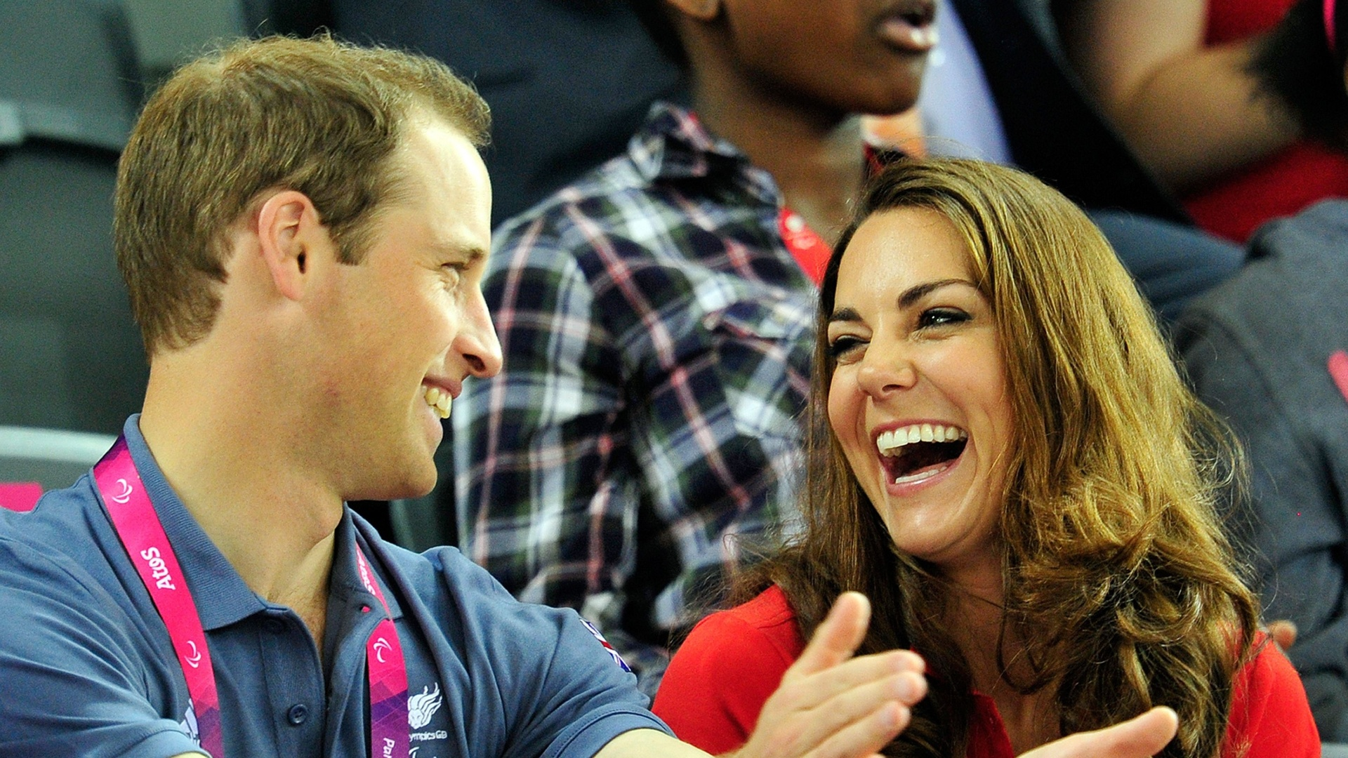 Príncipe William e a duquesa de Cambridge Kate Middleton se divertem durante a competição do ciclismo dos Jogos Paraolímpicos de Londres