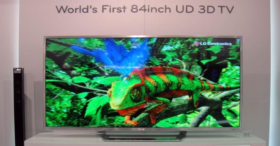 30.ago.2012 - TV 3D UD da LG é, segundo a fabricante, o maior aparelho em sua categoria. A tela, de 84 polegadas (cerca de 2 metros), é imensa e exibe imagens em três dimensões e em 'ultradefinição'