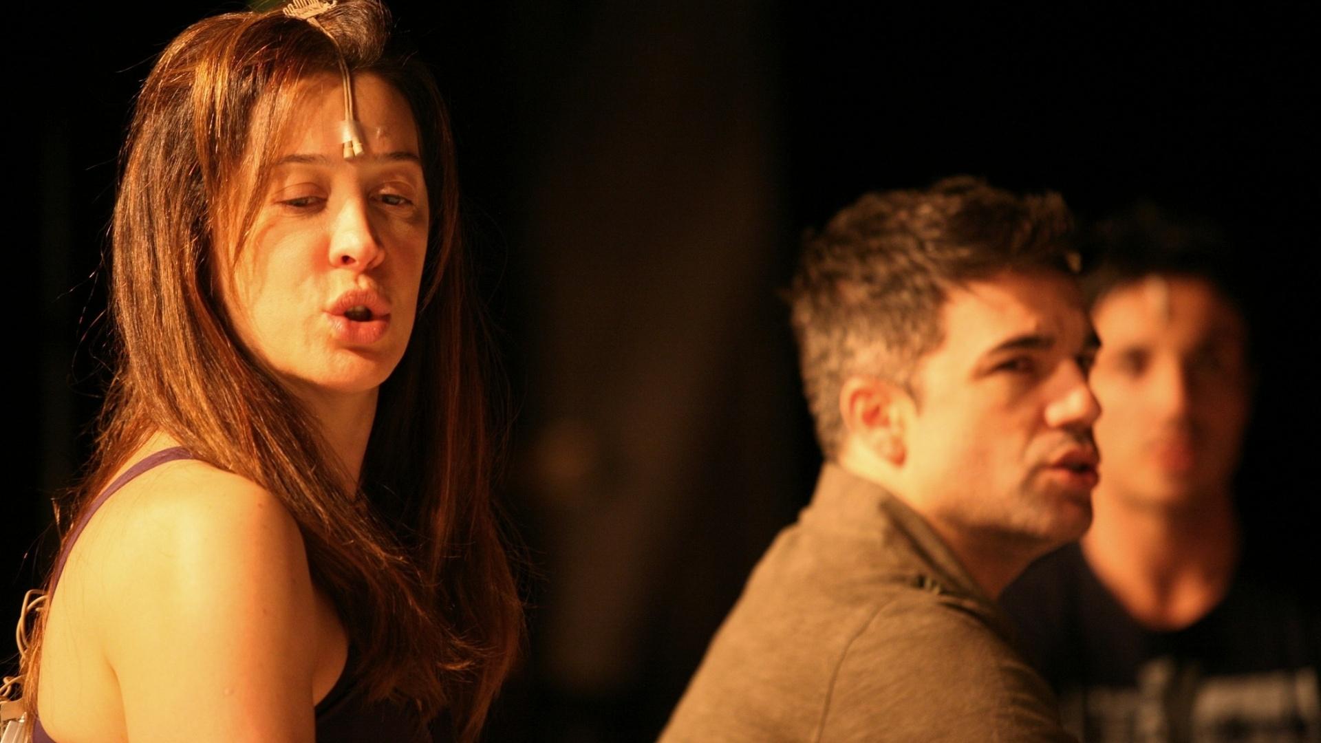 Cláudia Raia e Jarbas Homem de Melo afinam a voz antes da reestreia do espetáculo