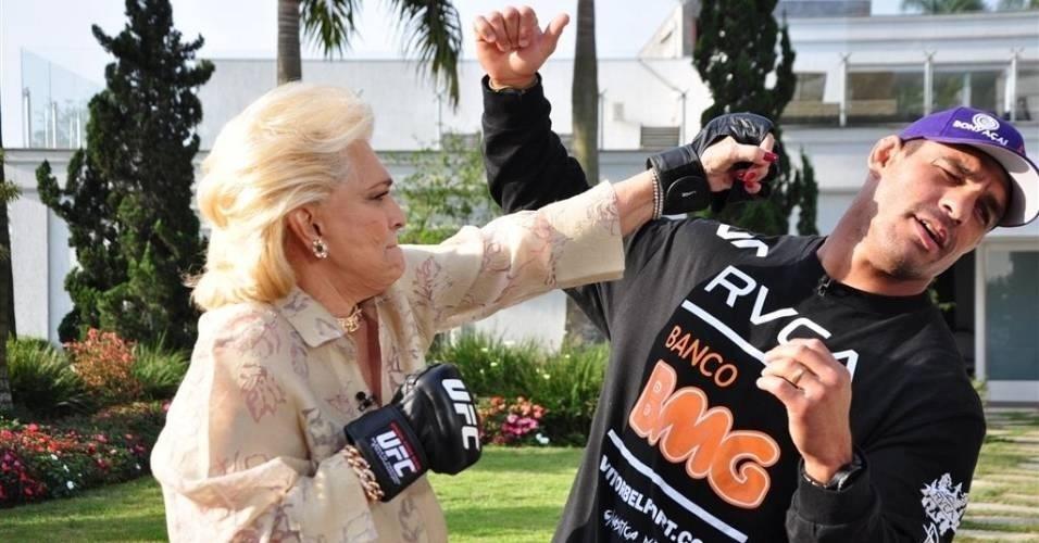 A apresentadora postou uma foto de agosto de 2011 para desejar boa sorte ao lutador