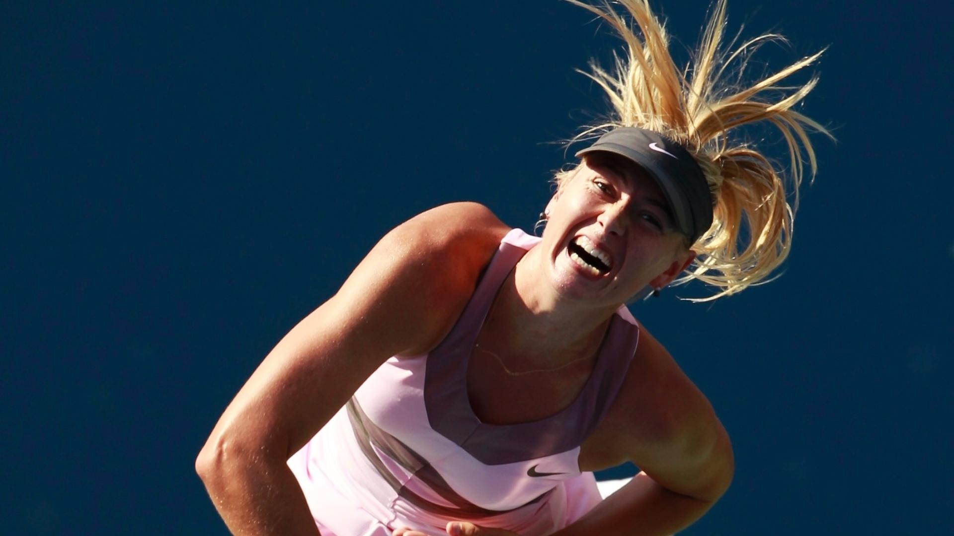 Maria Sharapova saca durante a partida contra Mallory Burdette pela terceira rodada do Aberto dos EUA