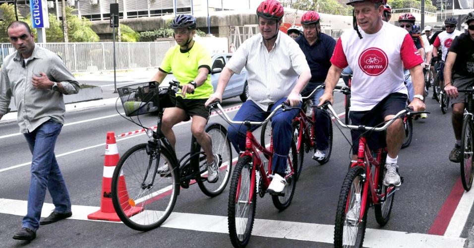2.set.2012 - O prefeito de São Paulo, Gilberto Kassab, participou da inauguração de ciclofaixa na Avenida Paulista na manhã deste domingo (2)