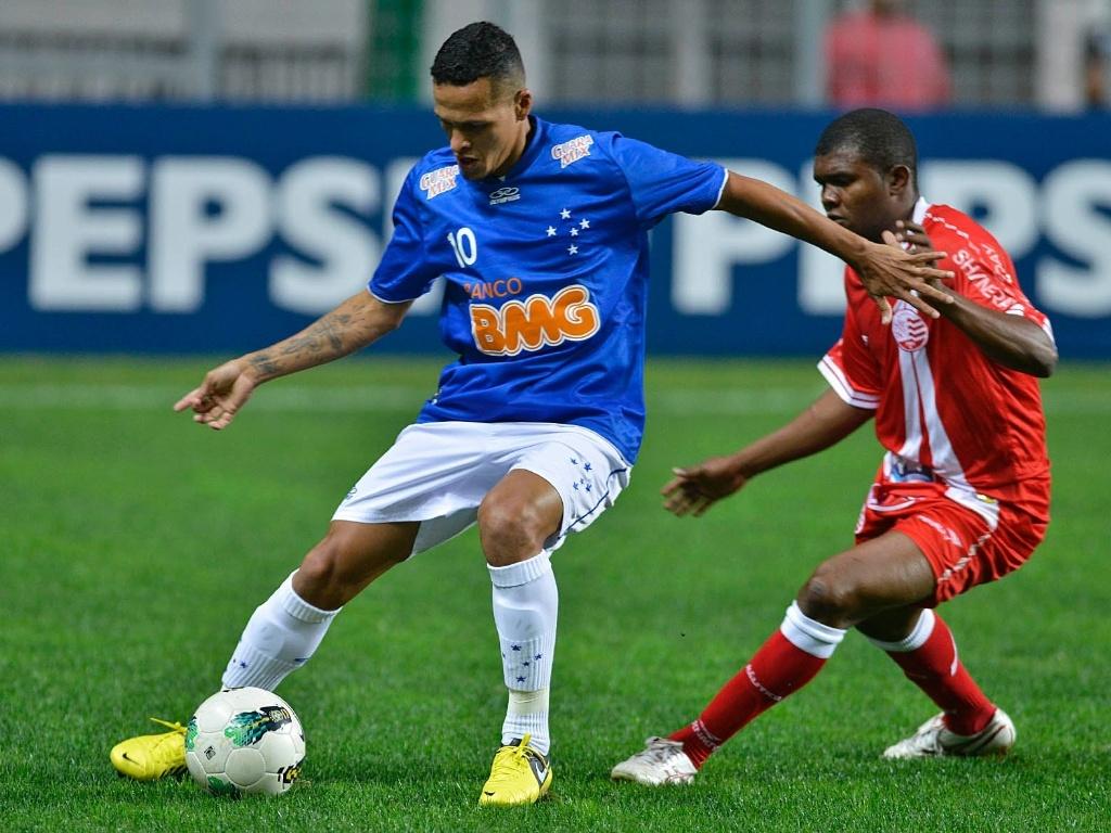 Animado após empatar o clássico mineiro contra o líder da competição e vencer o Atlético-GO fora de casa, o Cruzeiro enfrentou o também embalado Náutico, em Belo Horizonte