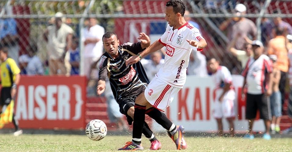 Classe A (de branco) venceu a Turma do Baffo por 1 a 0 na primeira rodada das oitavas de final da Copa Kaiser neste domingo