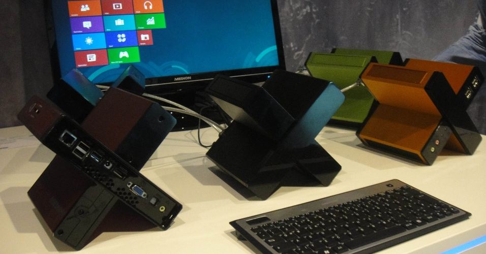 3.set.2012 - 3.set.2012 - Mesmo com formato peculiar, desktop em formato de X é capaz de armazenar 1 TB (terabyte) e vem com seis portas USB 3.0. Na Alemanha, o Medion Akoya PC X é vendido por 299 euros (cerca de R$ 764)