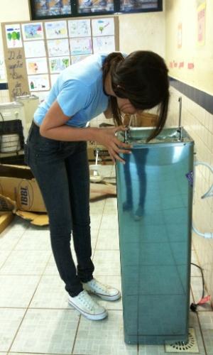 3.set.2012 - De acordo com a estudante, o bebedouro novo está funcionando agora