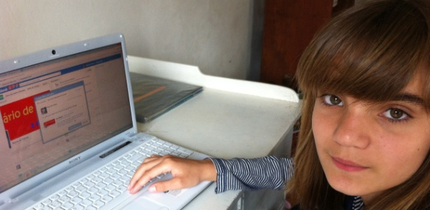"""A estudante Isadora Faber, 13, criou a página """"Diário de Classe"""" para relatar os problemas da escola onde estuda"""
