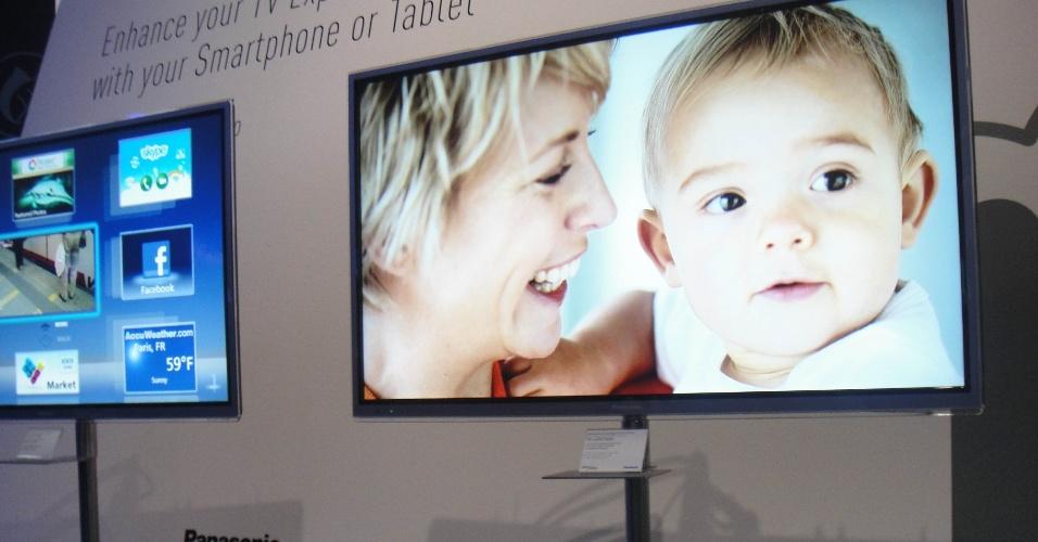 A Panasonic apresentou na IFA 2012 a integração entre suas TVs e ultraportáteis pelo aplicativo Smart App. A novidade permite que, via Wi-Fi, diversos conteúdos sejam passados de smartphones e tablets (sejam Android ou iOS) para televisores da linha Smart Viera