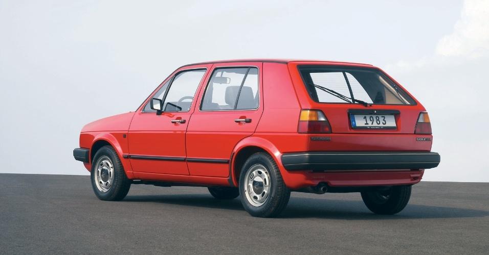 A segunda geração era maior e tinha mais opções de motores, incluindo versões a diesel
