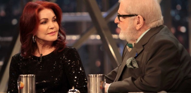 """Ex-mulher do rei do rock no """"Programa do Jô"""", mulher de Elvis Presley fala sobre o cantor"""