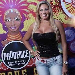 Ângela Bismarchi desfilará na escola de samba paulistana Tom Maior (3/9/2012)