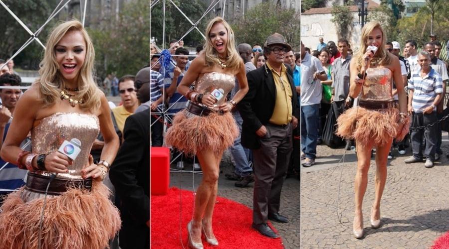 """Após ter conquistado o terceiro lugar no reality show """"A Fazenda"""", Léo Áquilla gravou programa na Praça da Sé, em São Paulo (3/9/12)"""