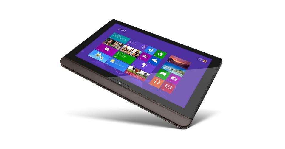4.set.2012 - Na IFA 2012, a Toshiba também lançou o tabletbook U925t, que pode ter a tela deslizada sobre o teclado para uso como tablet. O dispositivo estará disponível a partir de 26 de outubro e ainda não teve preço revelado