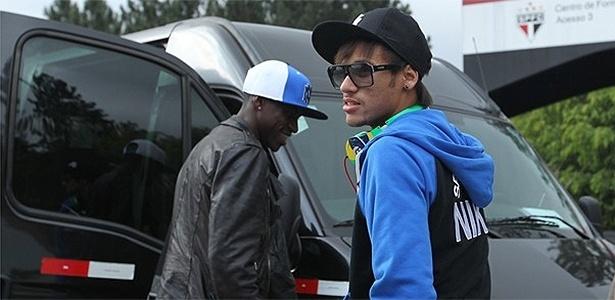 Neymar chega ao CT do São Paulo em Cotia no início da noite desta segunda-feira