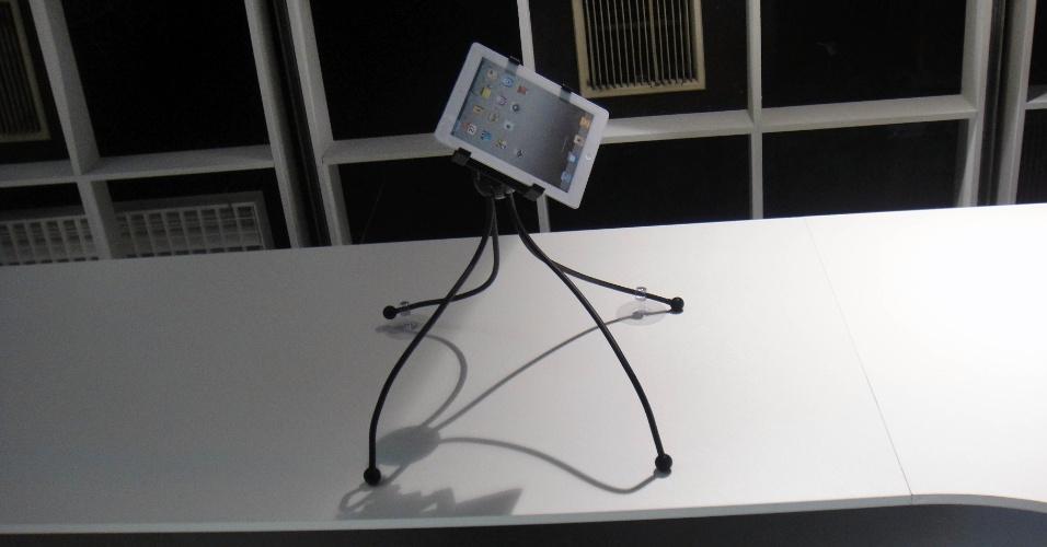 No maior estilo Homem Aranha, esse suporte para tablets (que não serve só para iPad) pode ter as ''pernas'' posicionadas da forma que você achar melhor. Quer pendurar na parede? Sem problema: o iGet vem com ventosas e permite a fixação do suporte na parede (até no teto, se assim você quiser). Preço: 89 euros (cerca de R$ 228)