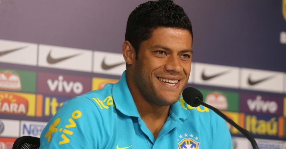 Hulk concede entrevista coletiva antes do treino da seleção brasileira em Cotia
