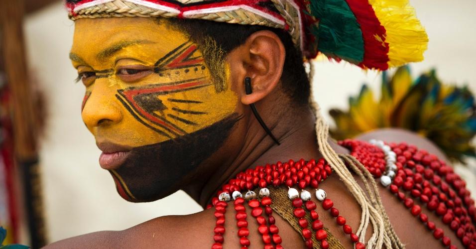 04.set.2012 - Índio Pataxó protesta contra o início das obras da usina Belo Monte