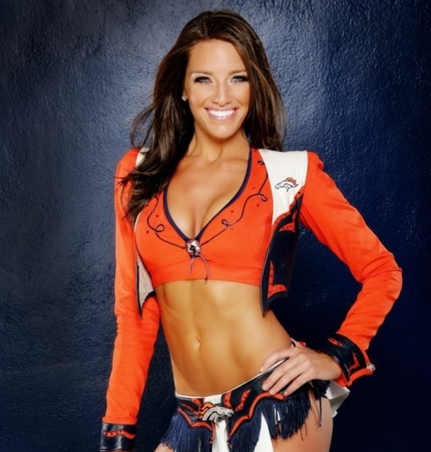 Katie, cheerleader do Denver Broncos