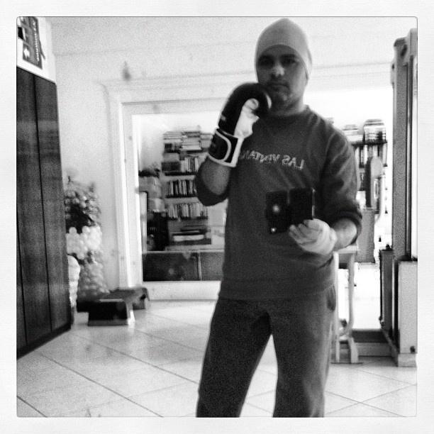 Luciano divulga foto antes de fazer aula de muay thai (4/9/2012)