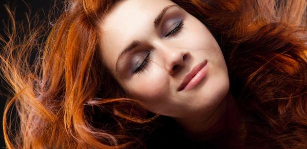 Segundo os profissionais, os cabelos tingidos de ruivo são os que mais estão suscetíveis ao desbotamento