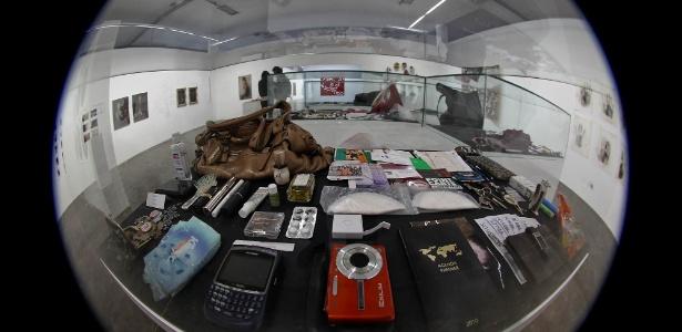 Obra do artista Hans-Peter Feldmann exposta na 30ª Bienal de Arte de São Paulo mostra o que há dentro das bolsas de mulheres (4/9/12)