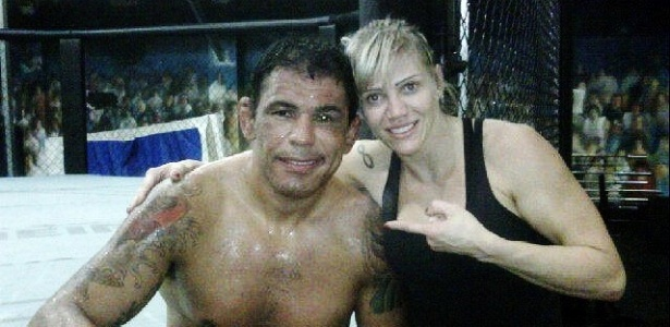 Rodrigo Minotauro posa com Duda Yankovich em treino na Team Nogueira, no Rio