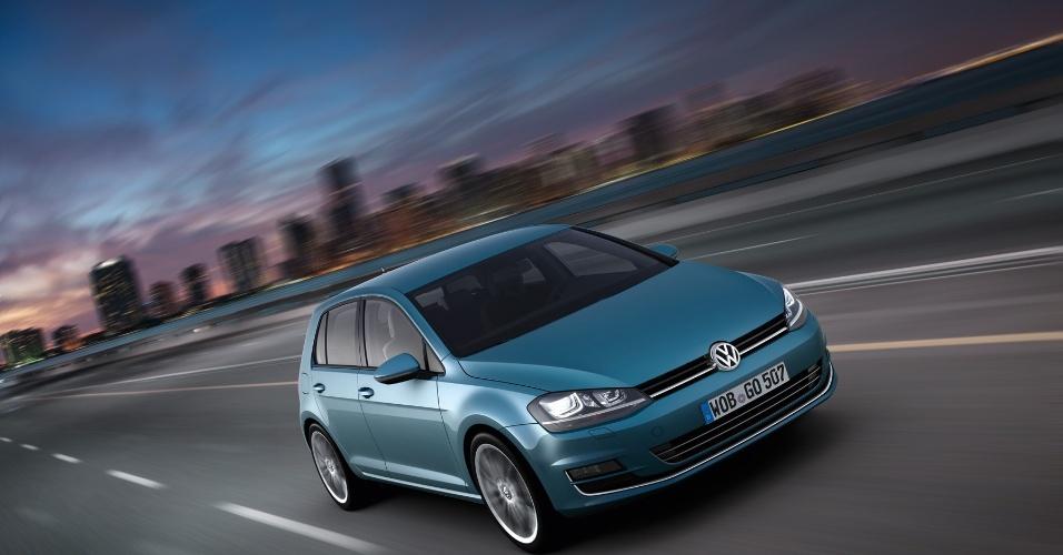 Sétima geração do hatch médio Volkswagen Golf é apresentada na Alemanha. Modelo é principal aposta da marca para tomar liderança do mercado global de carros de Toyota e GM