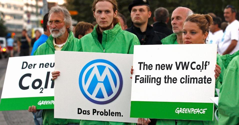 Protesto do Greenpeace precedeu apresentação da sétima geração do Volkswagen Golf, em Berlim