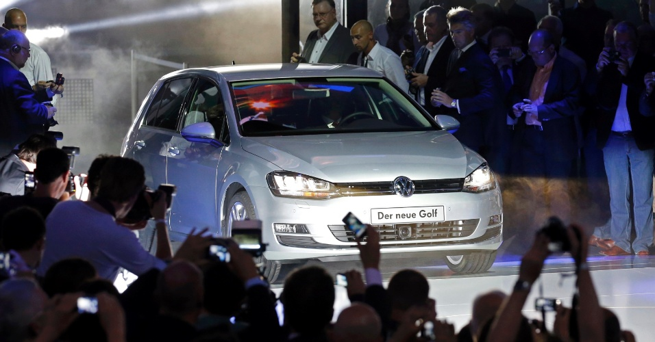 Sétima geração do hatch médio Volkswagen Golf é apresentada na Alemanha