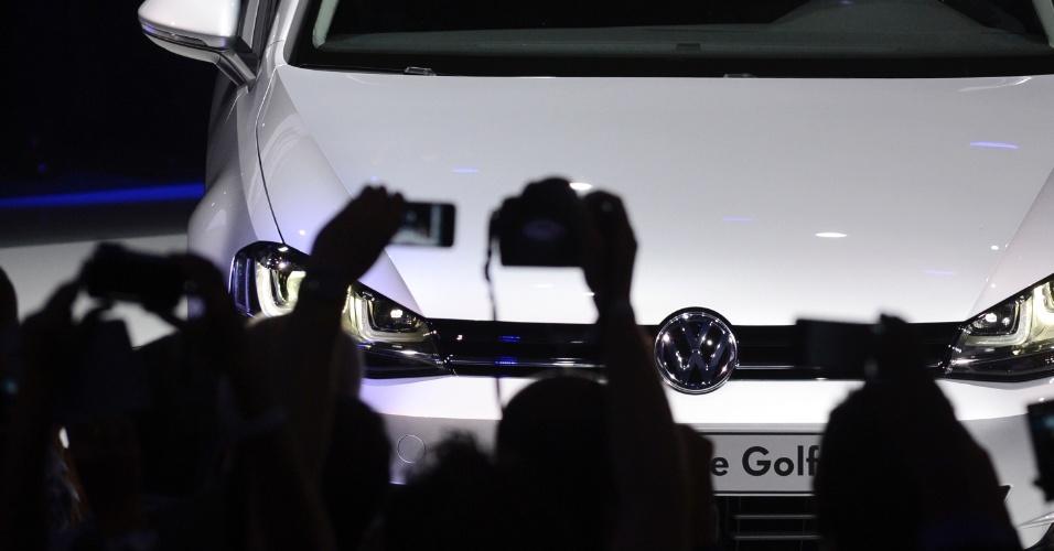Novo Volkswagen Golf é clicado por fotógrafos de todo o mundo. Modelo chega às lojas europeias em novembro